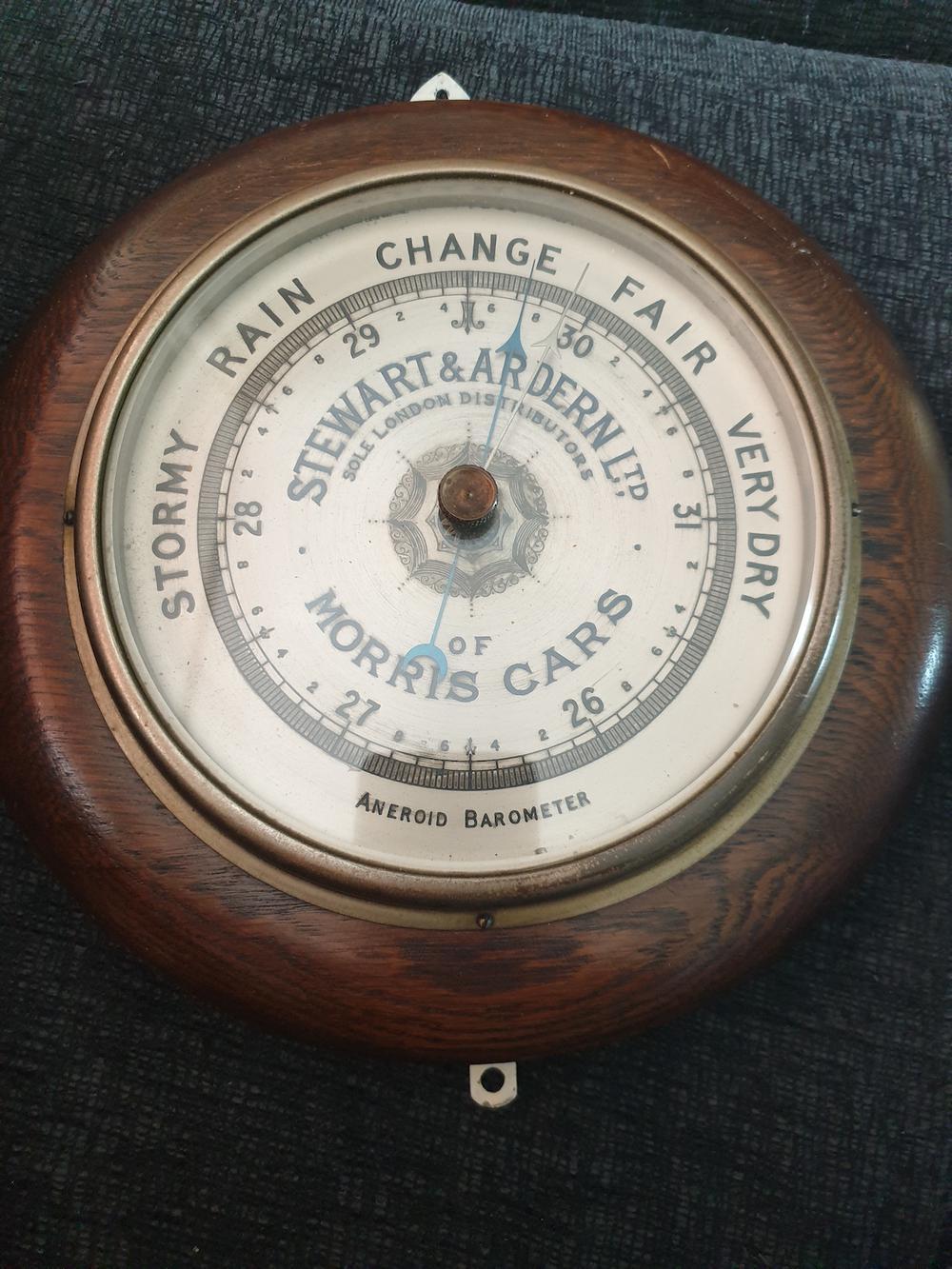 Barometer Morris dealer Londen